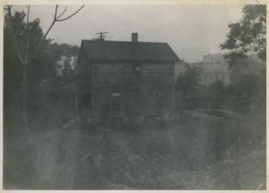 Side-view of a house on Albany Crescent that stood where Major Deegan runs today, Jul 9, 1950.