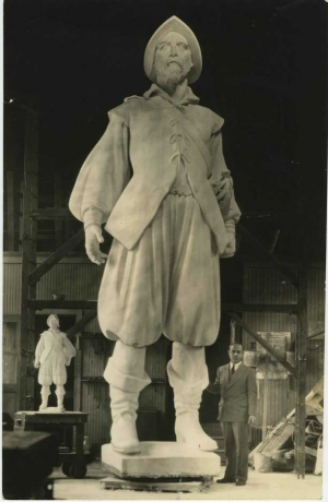 1959-09-24.spy.photo.Henry Hudson Statue